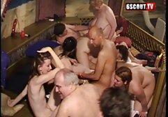 Karzeł to wysoka film za darmo sex kobieta z urwanymi cyckami.