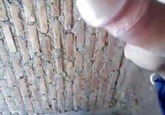 Rotacyjna Gruba Mamuśka darmowy seks za darmo pod prysznicem z podglądającym Tomem.