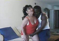 W kuchni anal porno za darmo jest piękna dziewczyna masturbująca się w majtkach.